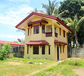 Bangkal 2 Storey 3 Bedroom House with Huge Lawn Davao City For Sale ---